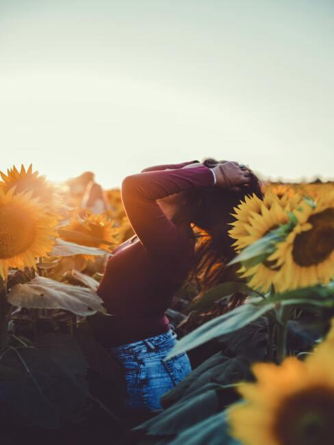 zonnevlekken ontstaan onder andere door blootstelling van je huid aan de zon