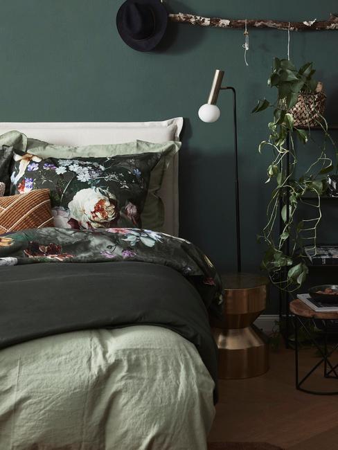 Slaapkamer met groene planten
