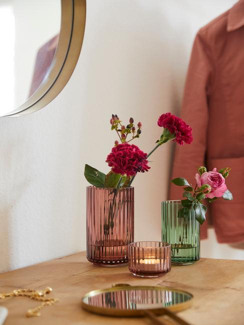 Digital detox: Transparante glazen vaas met blomen
