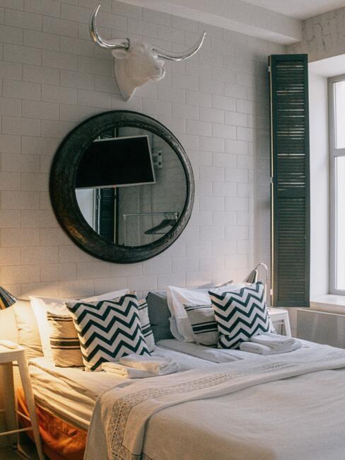 kussen wassen: slaapkamer met witte bedlinnen