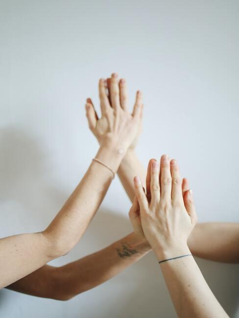 Handen van vrouwen