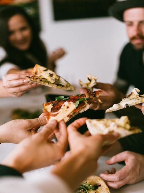pizza delen met vrienden