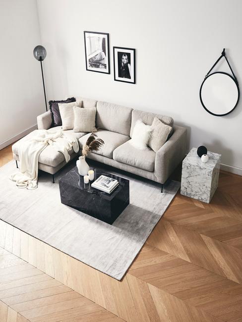 Horoscoop Boogschutter: zitbank naast een zacht vloerkleed