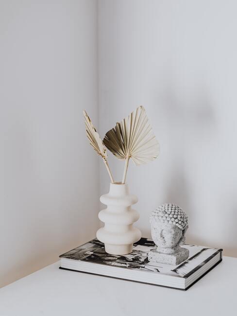 Decoratief object Buddha op wit dressoir