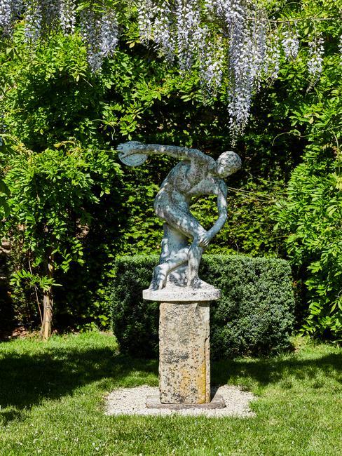 Sculptuur in de tuin