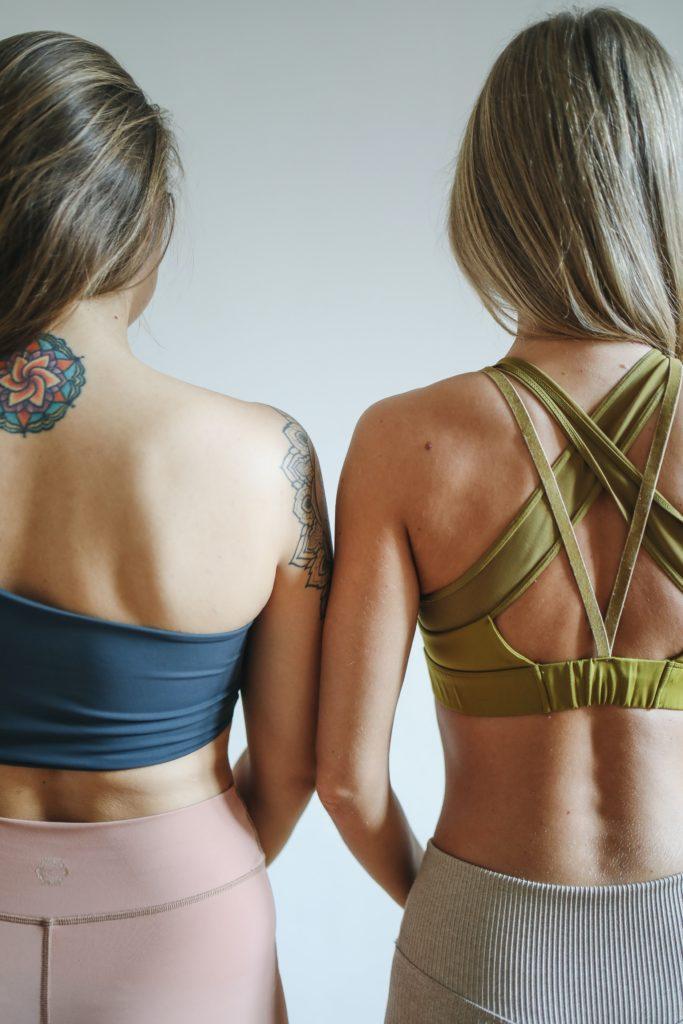 Twee ruggen van vrouwen