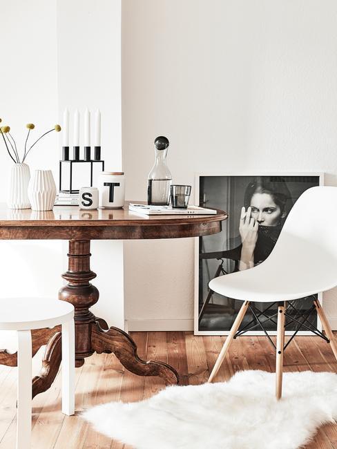 Houten eetafel en stoel in wit