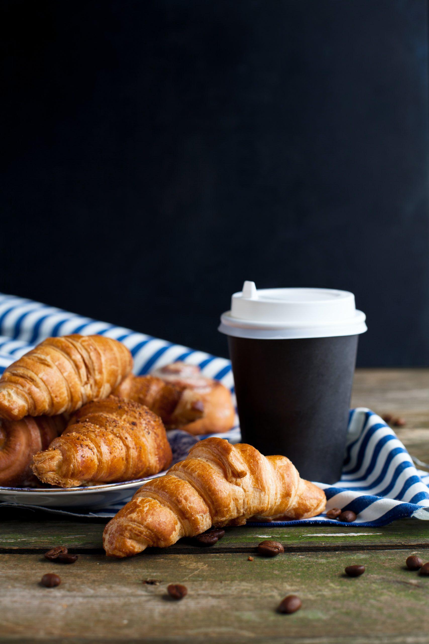 koffie en croissants