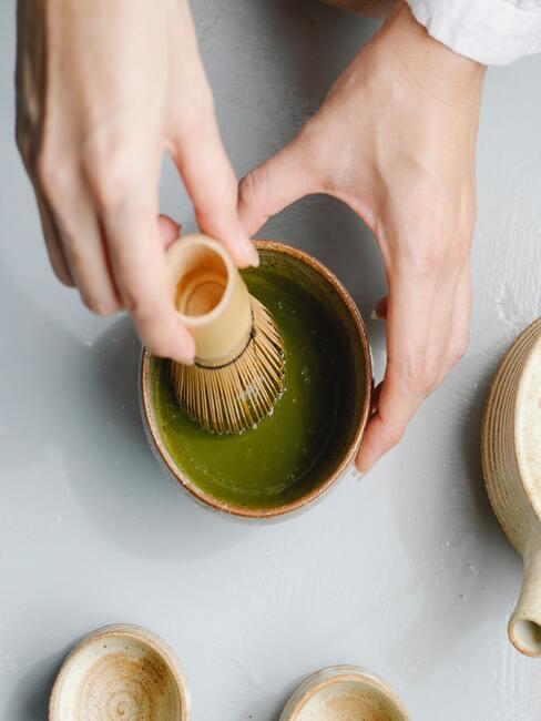 Japanse thee ceremonie wordt klaargezet