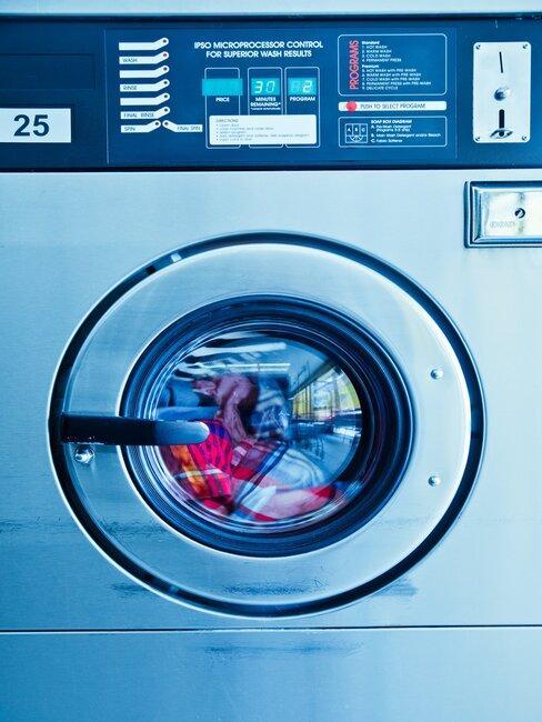 wasmachine met gekleurde was