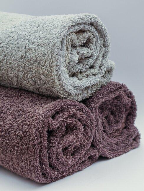 stapel opgerolde schone handdoeken