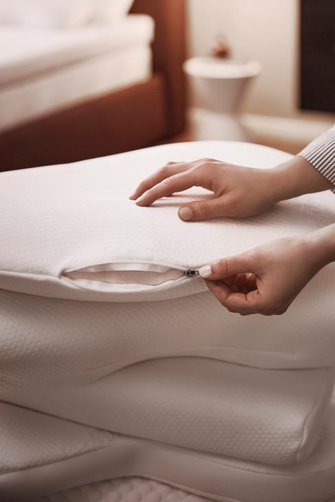 witte kussens op een stapel