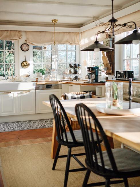 Een warme, landelijke open keuken past perfect bij het sterrenbeeld Kreeft