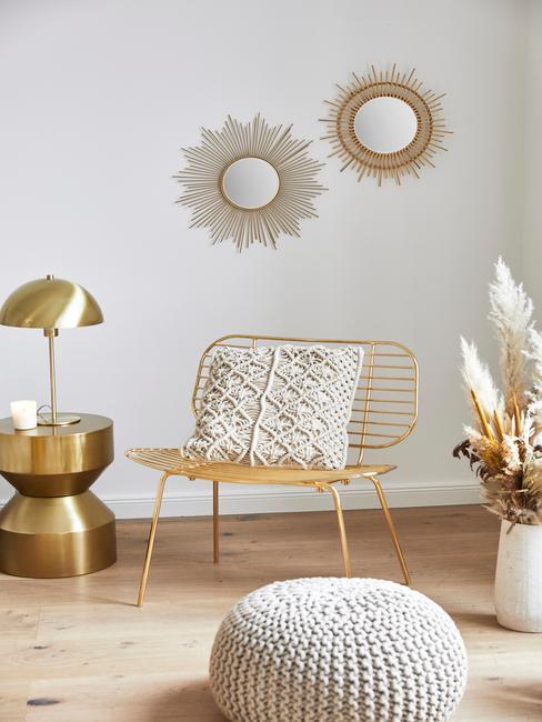 Gouden stoel in slaapkamer van horoscoop Leeuw