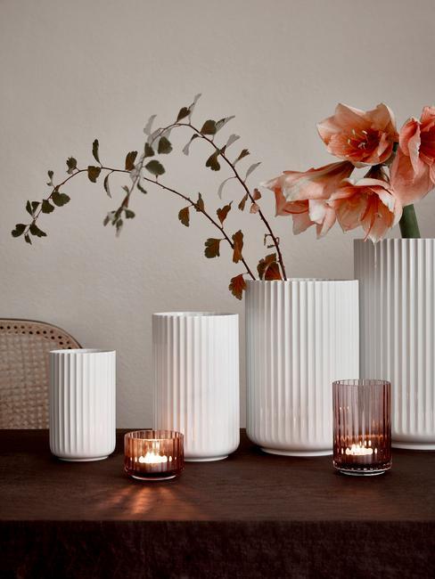 Decoratieve vazen in wit en waxinelichthouders