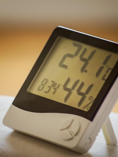 thermometer voor de luchtvochtigheid in de slaapkamer te meten