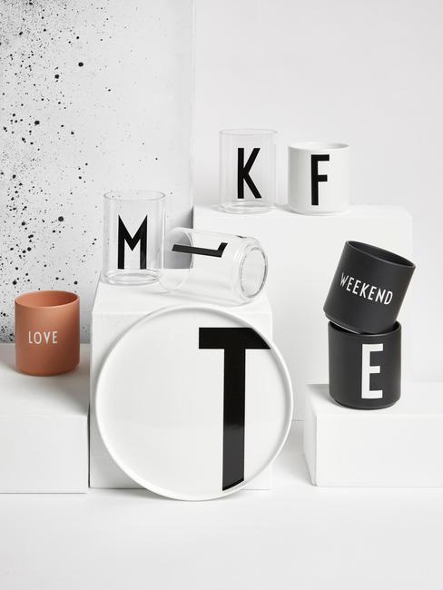 Decoratieve transparante bekers met letters