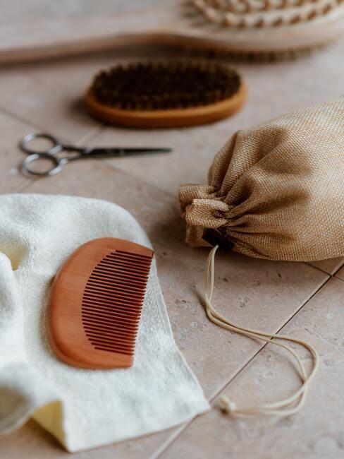Geurzakjes maken: geurzakje, nagelschaaar, borstel, kam en handdoek