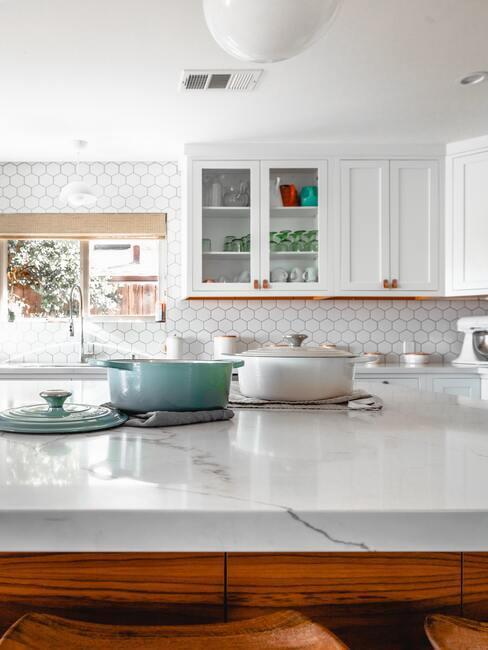 open keuken met marmeren blad