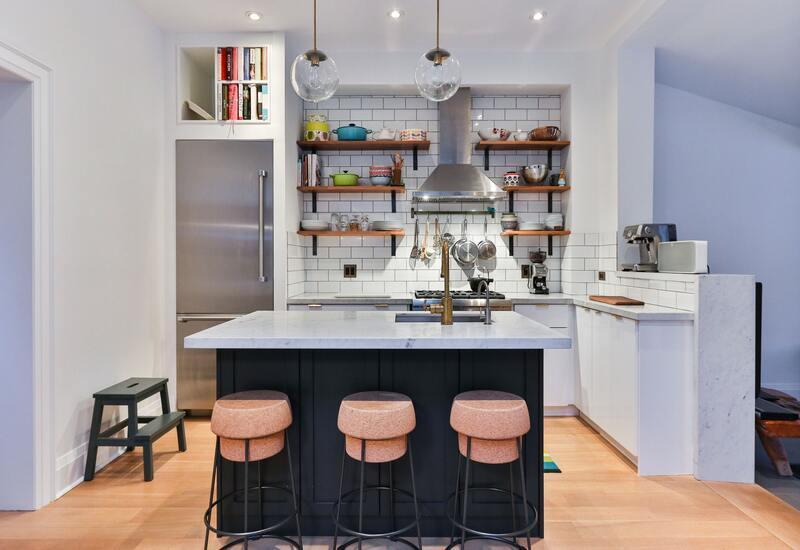 Open keuken met kookeiland en bar