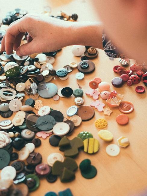 gekleurde knoppen voor decoratie