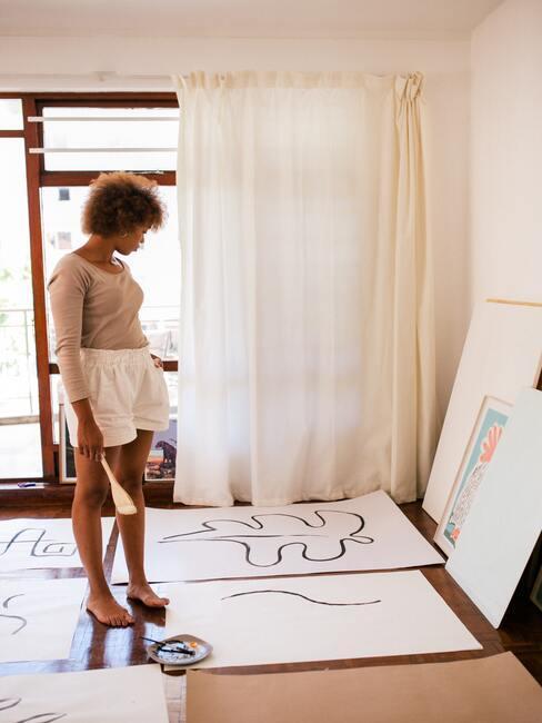 Vrouw beschilderd doeken met line art