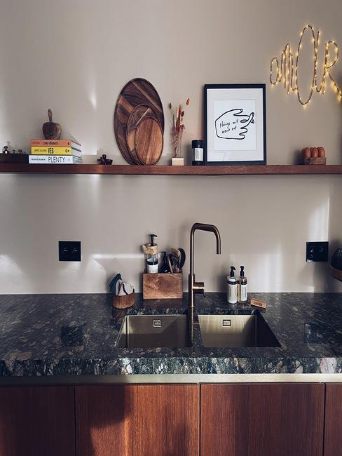 Stijlvolle keuken met marmere blad