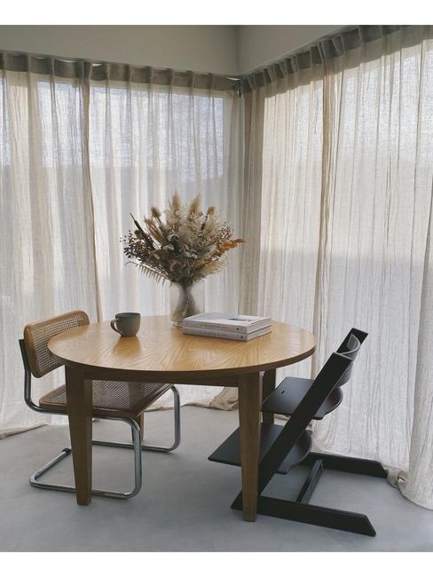 Eetkamer van Liesbeth met ronde eettafel