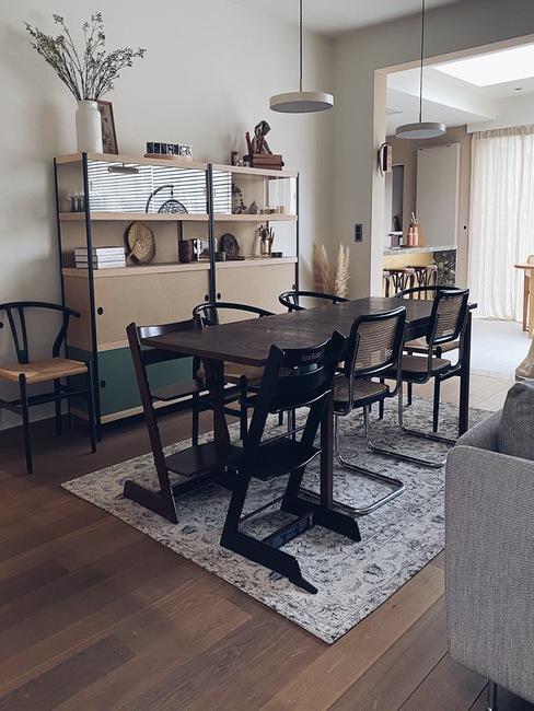 Eetkamer van Liesbeth met grote eettafel