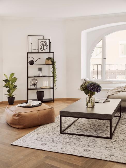 voetenbank lennon in bruin in een woonkamer