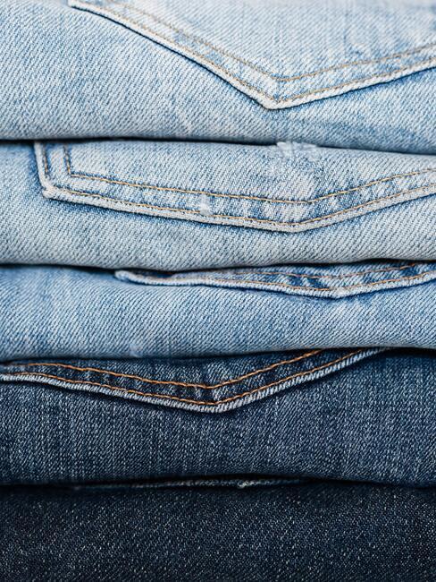 Verschillende kleuren denim broeken