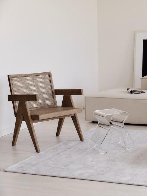 houten stoel met umbra kruk loop van acryl
