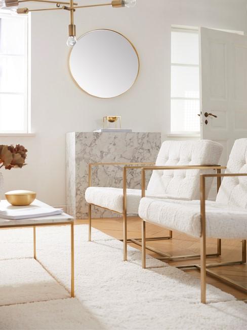 Witte stoelen met goeden details