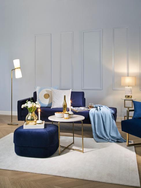 donkerblauw interieur met gouden details