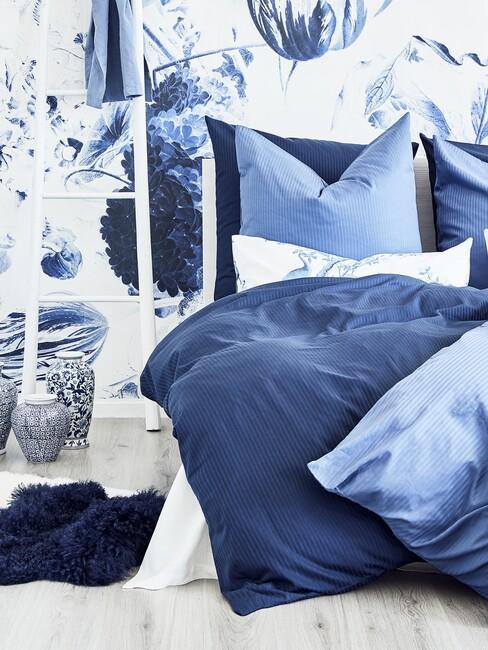 blauwen slaapkamer met delfs print