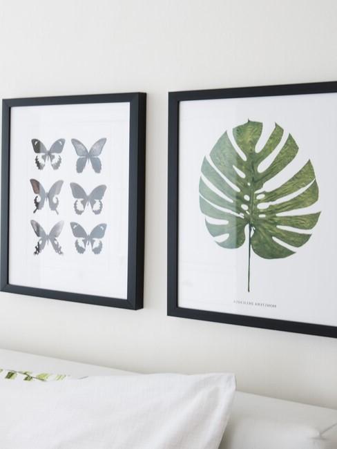 Zwarte lijsten met een tekening van een blad en vlinders