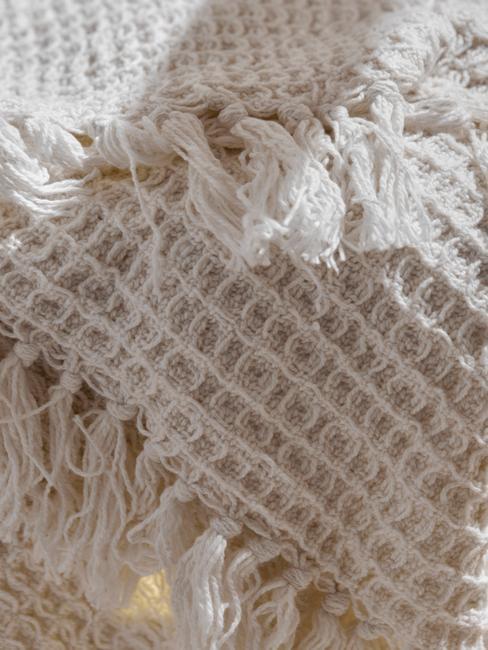 beige deken met structuur