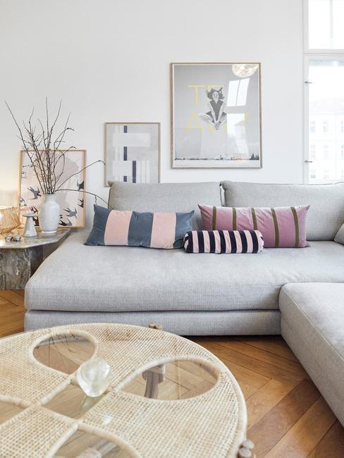Moderne woonkamer met webbing salontafel