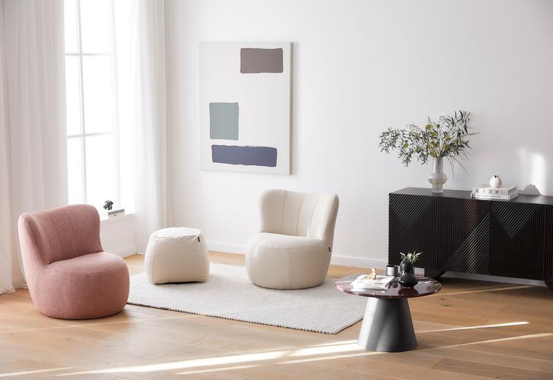 Ronde vormen in de woonkamer door ronde stoelen