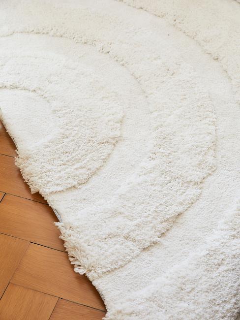 Wit vloerkleed met ronde vormen