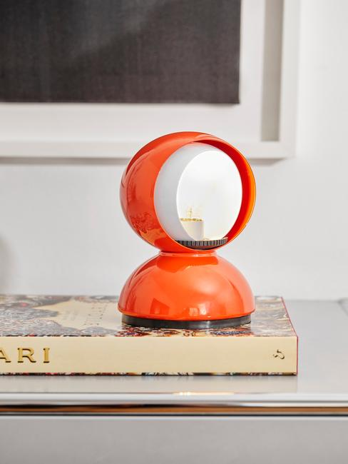 Rode retro artemide lamp