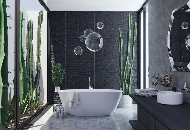 wit/zwartebadkamer met planten en wit ligbad