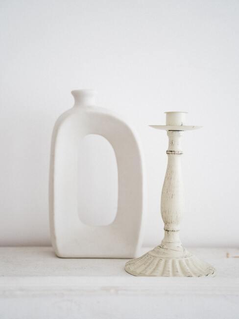 Witte organisch gevormde kaarsenhouders