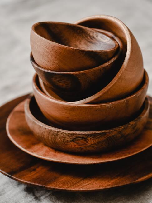 handgemaakte houten borden en kommen