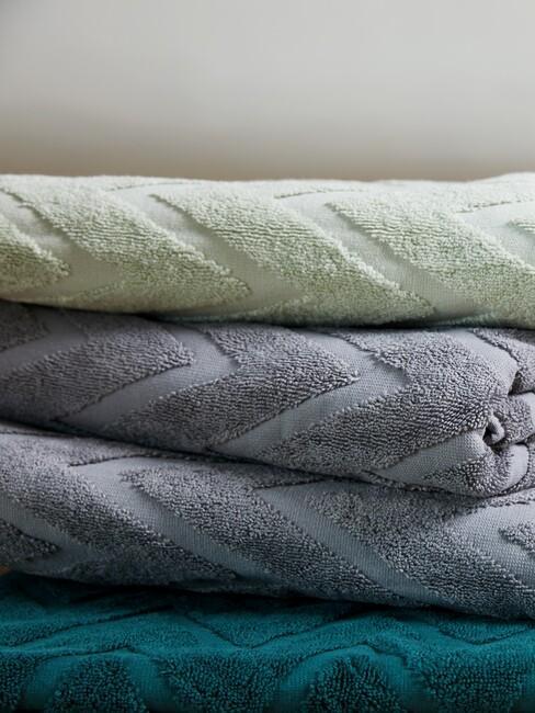 groene en grijzen handdoeken
