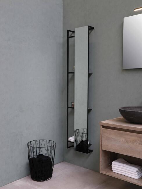 grijze muur met zwart wandmeubel met spiegel