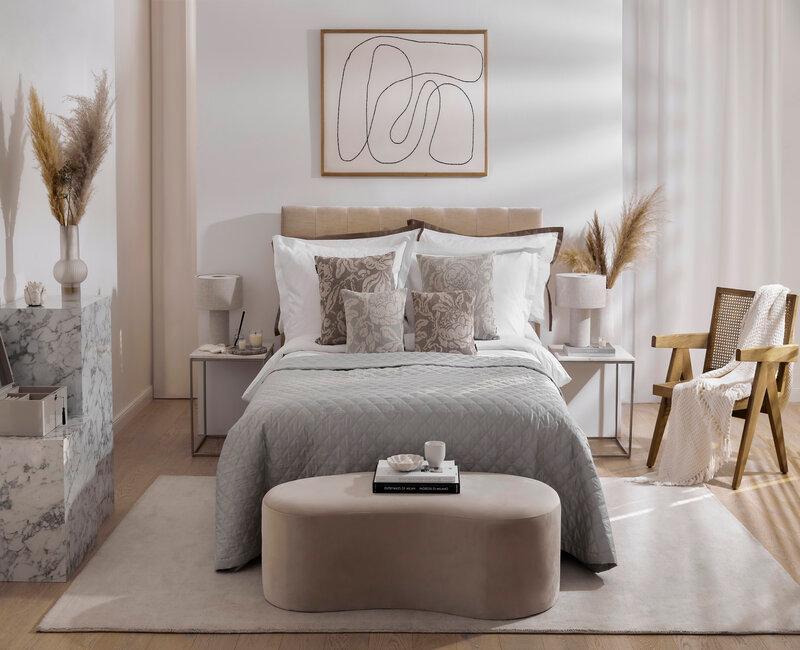 groot bed met voetenbankje