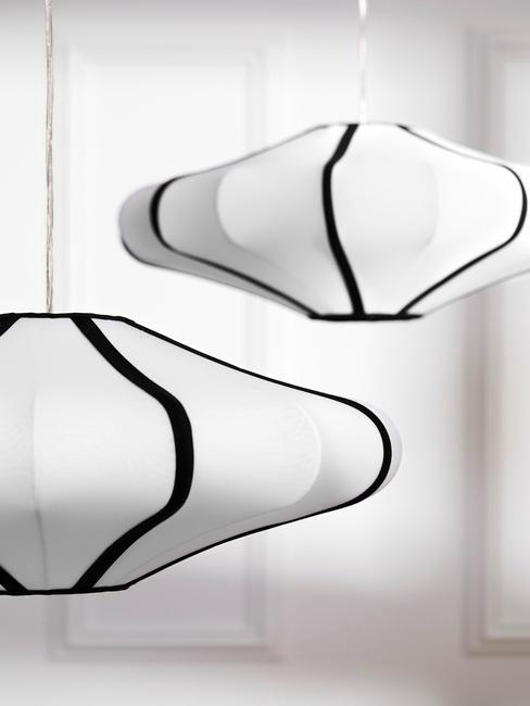 witte hanglamp met zwarte randen