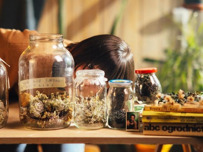 planten in potten en glazen potten