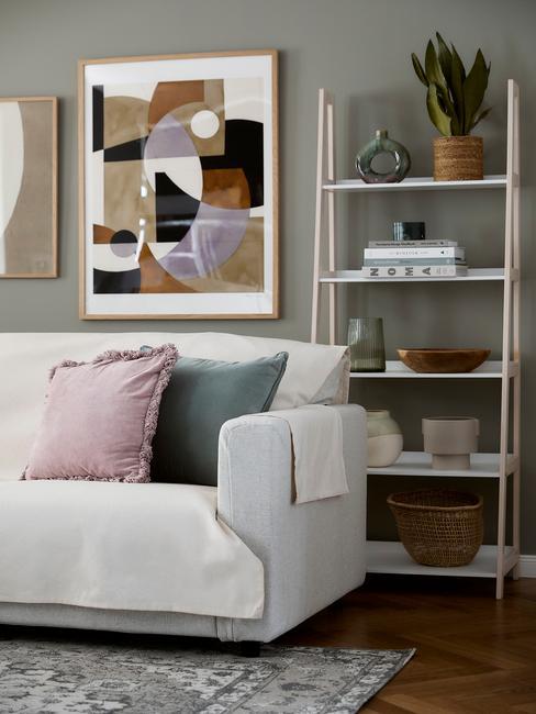 witte bank met houten lijst